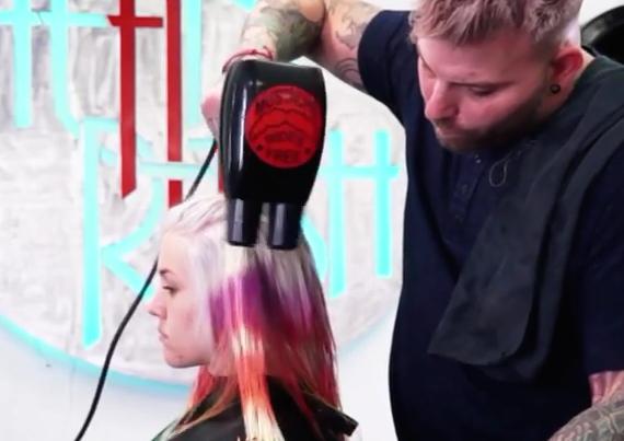 """Tye and Dye, la """"nuova"""" tecnica per capelli coloratissimi"""