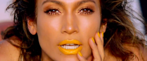 "jennifer lopez nel video ""Live up"""