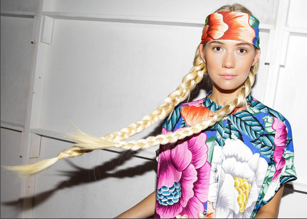Ispirazione hippie per le modelle in passerella d Mara Hoffman