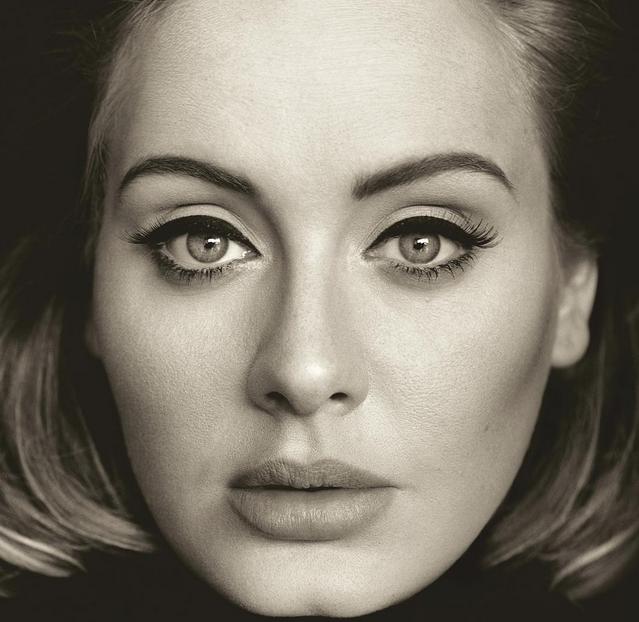 Adele è tornata con una hit (e un look) da urlo