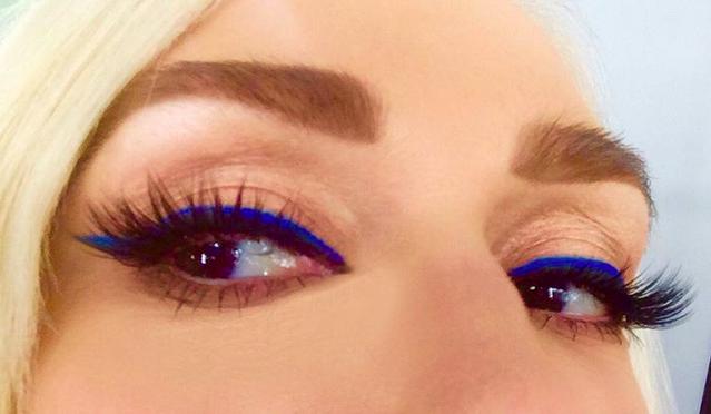 Anche Gwen Stefani cede al fascino del blu