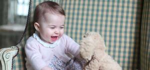 La principessa Charlotte nelle foto ufficiali scattate da mamma Kate e condivise su Instagram