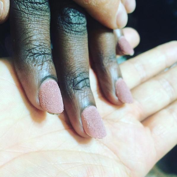 La sand manicure vista da Stella Jean