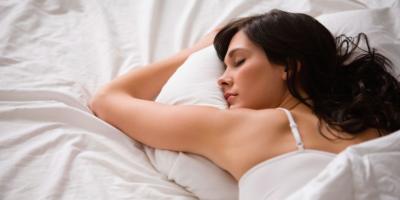 Via il trucco senza creme e cremine: oggi basta dormirci sopra