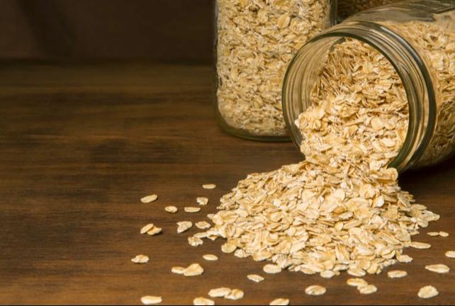L'avena ricca di fibre riempie senza inficiare nelle dieta